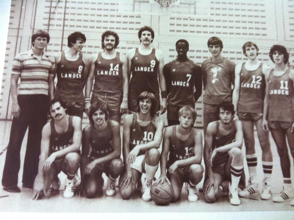 15.Saison 80-81_Foto-1Das Aufstiegsteam mit _hinten von l.n.r._