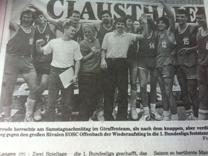23.Saison88-89-Aufstiegsfreude^700
