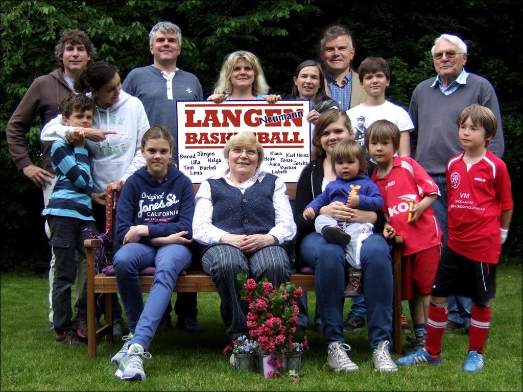 44.-7 Saison 2009-10,Familie Neumann