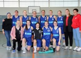 Abschlussbild der 1. Damen nach erfolgreicher und turbulenter Saison 2018/19